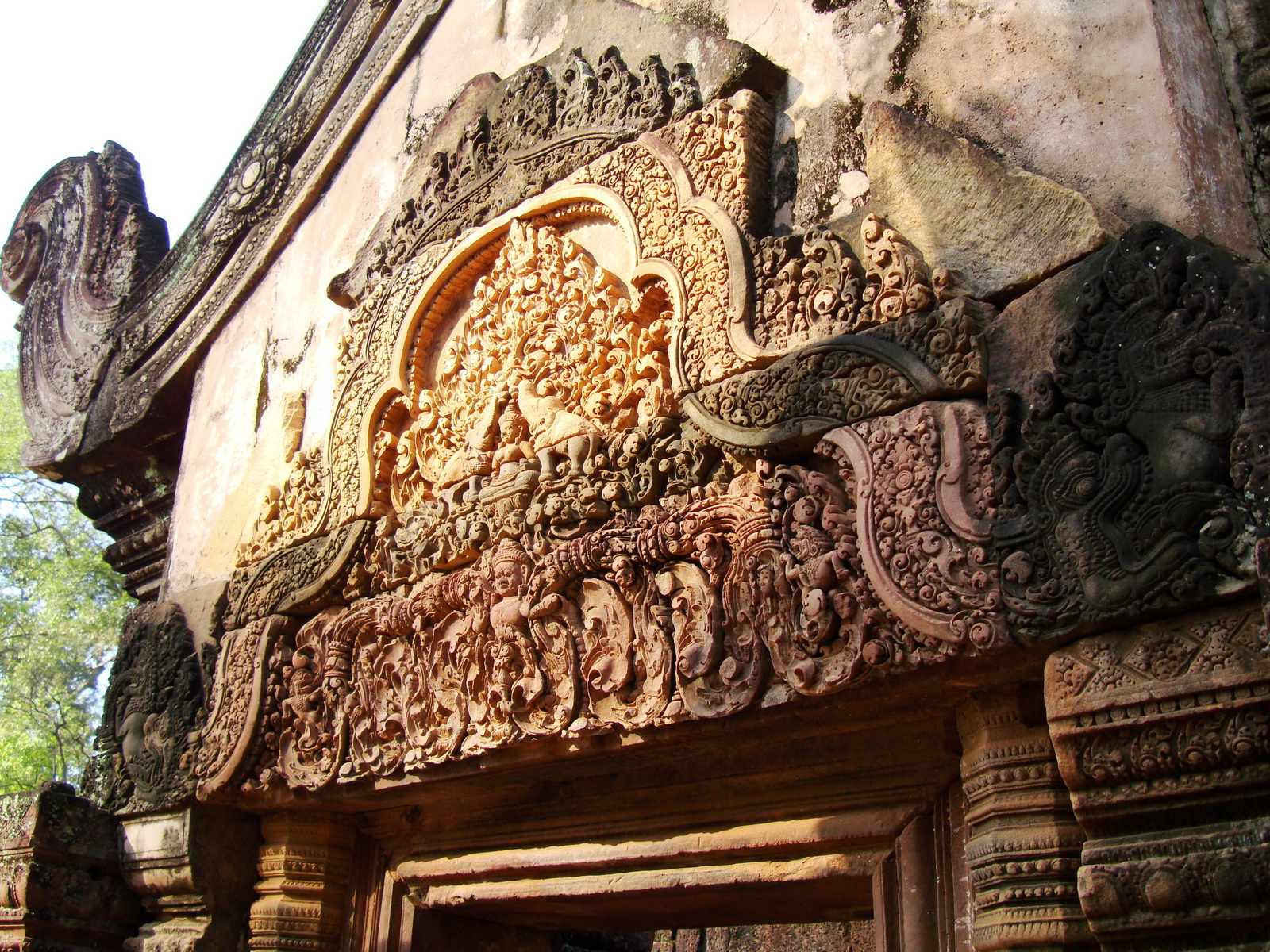 Banteay Srei Temple closeups of the innately carved sandstone arches 07