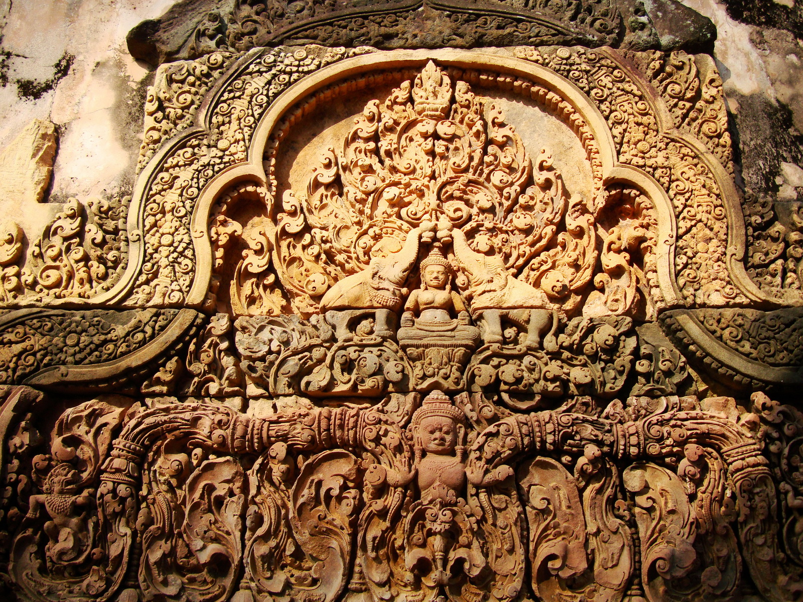 Banteay Srei Temple closeups of the innately carved sandstone arches 09