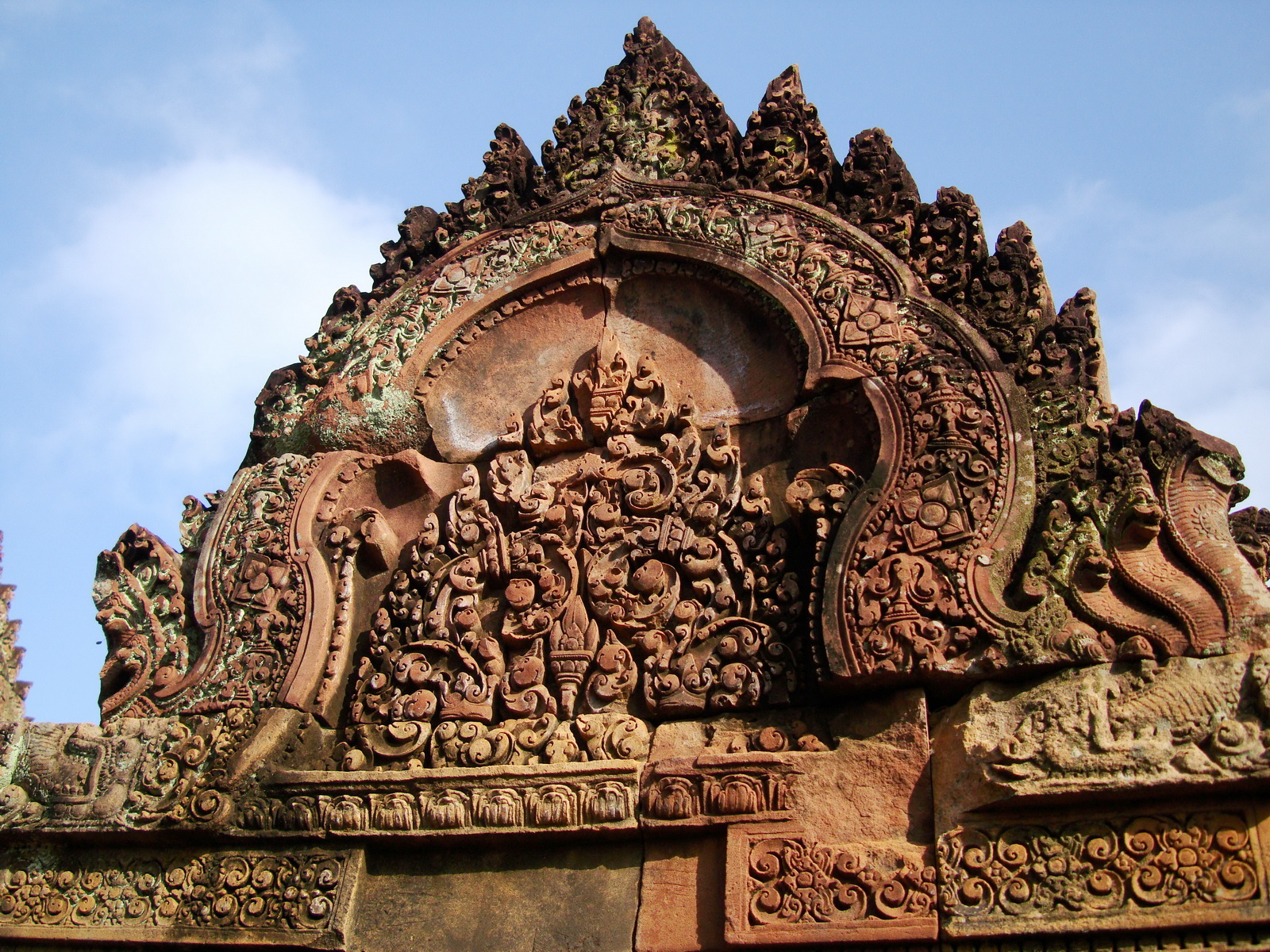 Banteay Srei Temple closeups of the innately carved sandstone arches 13
