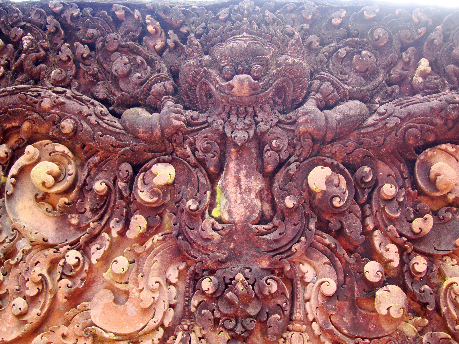 Banteay Srei Temple closeups of the innately carved sandstone arches 14