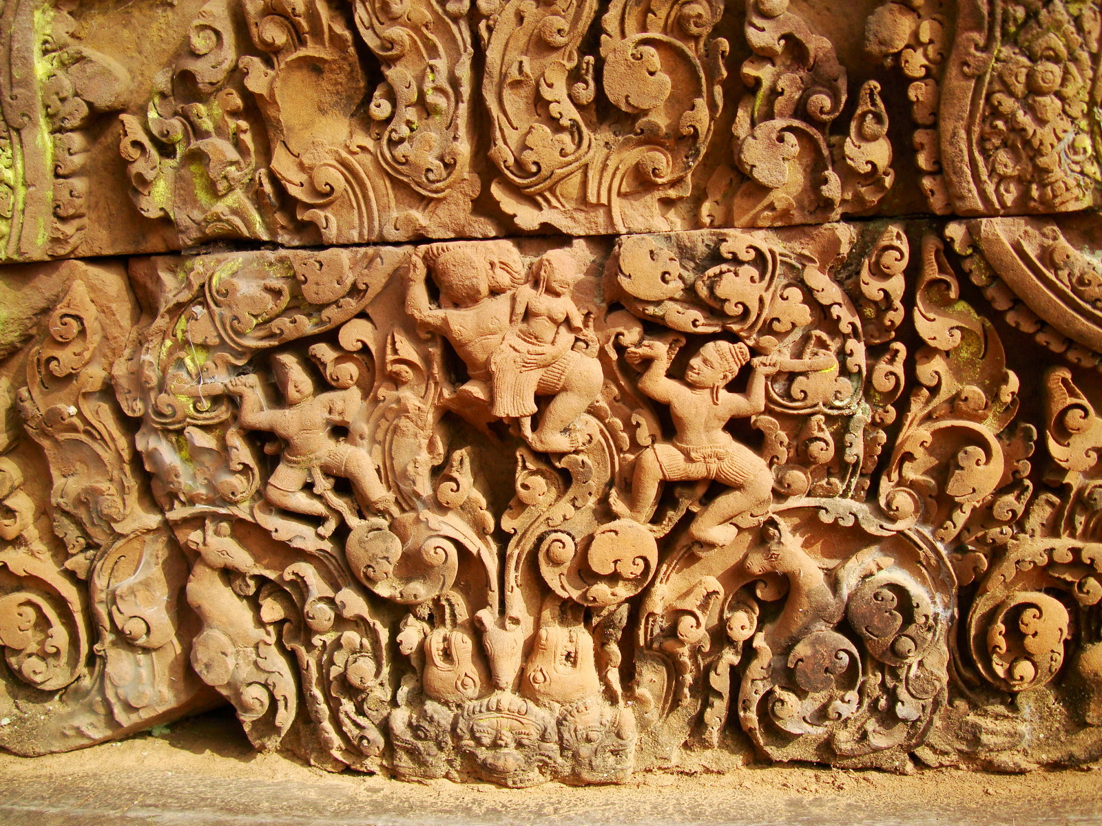 Banteay Srei Temple closeups of the innately carved sandstone arches 15