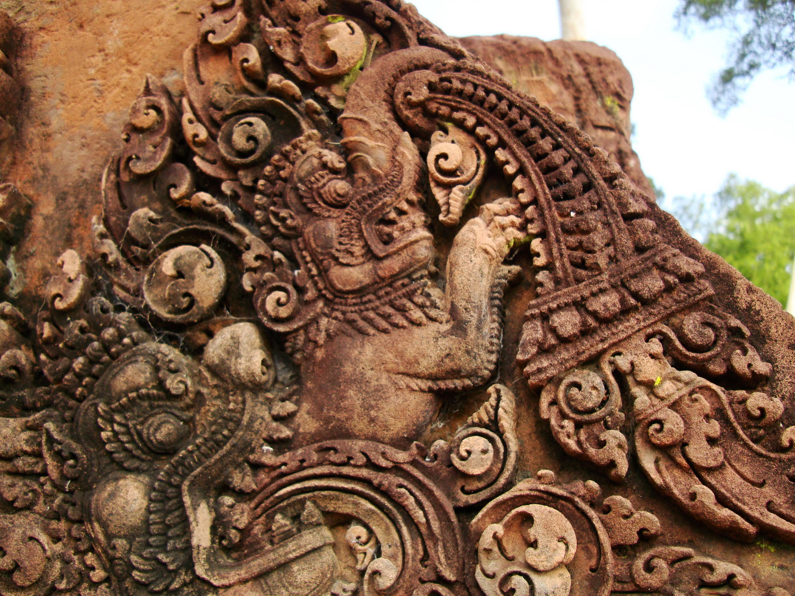 Banteay Srei Temple closeups of the innately carved sandstone arches 17