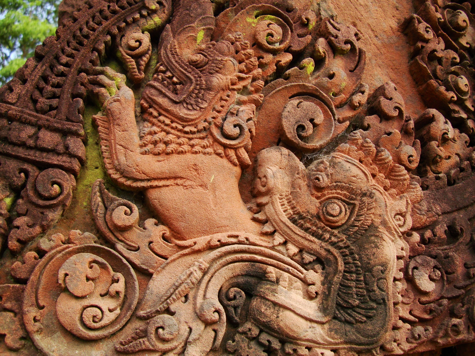 Banteay Srei Temple closeups of the innately carved sandstone arches 18