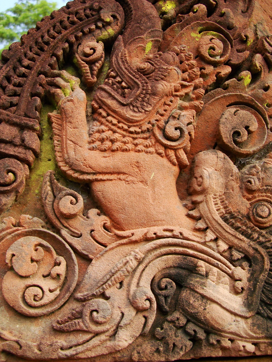 Banteay Srei Temple closeups of the innately carved sandstone arches 19