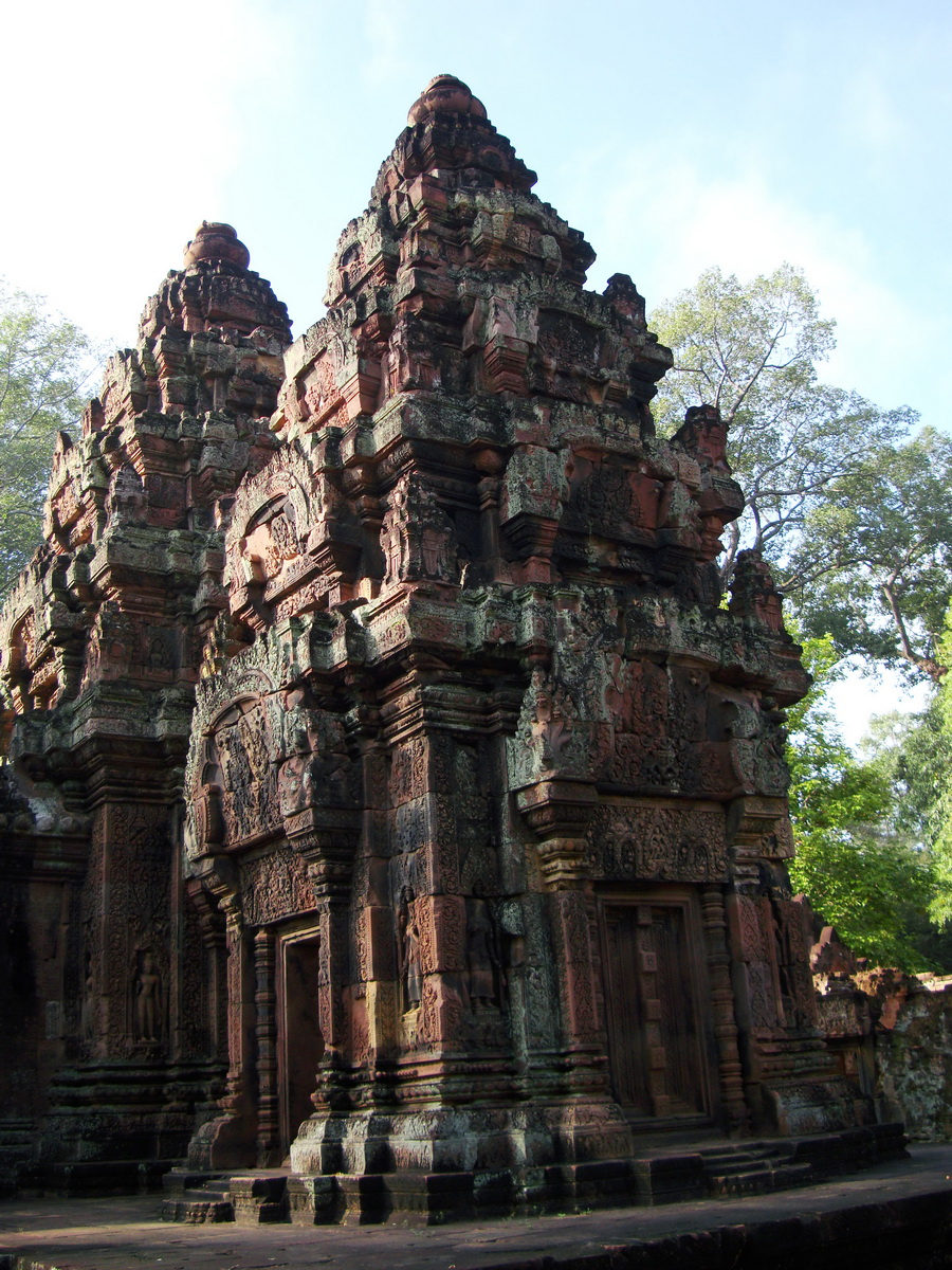 Banteay Srei Temple innately carved sandstone Sanctuary tower 01