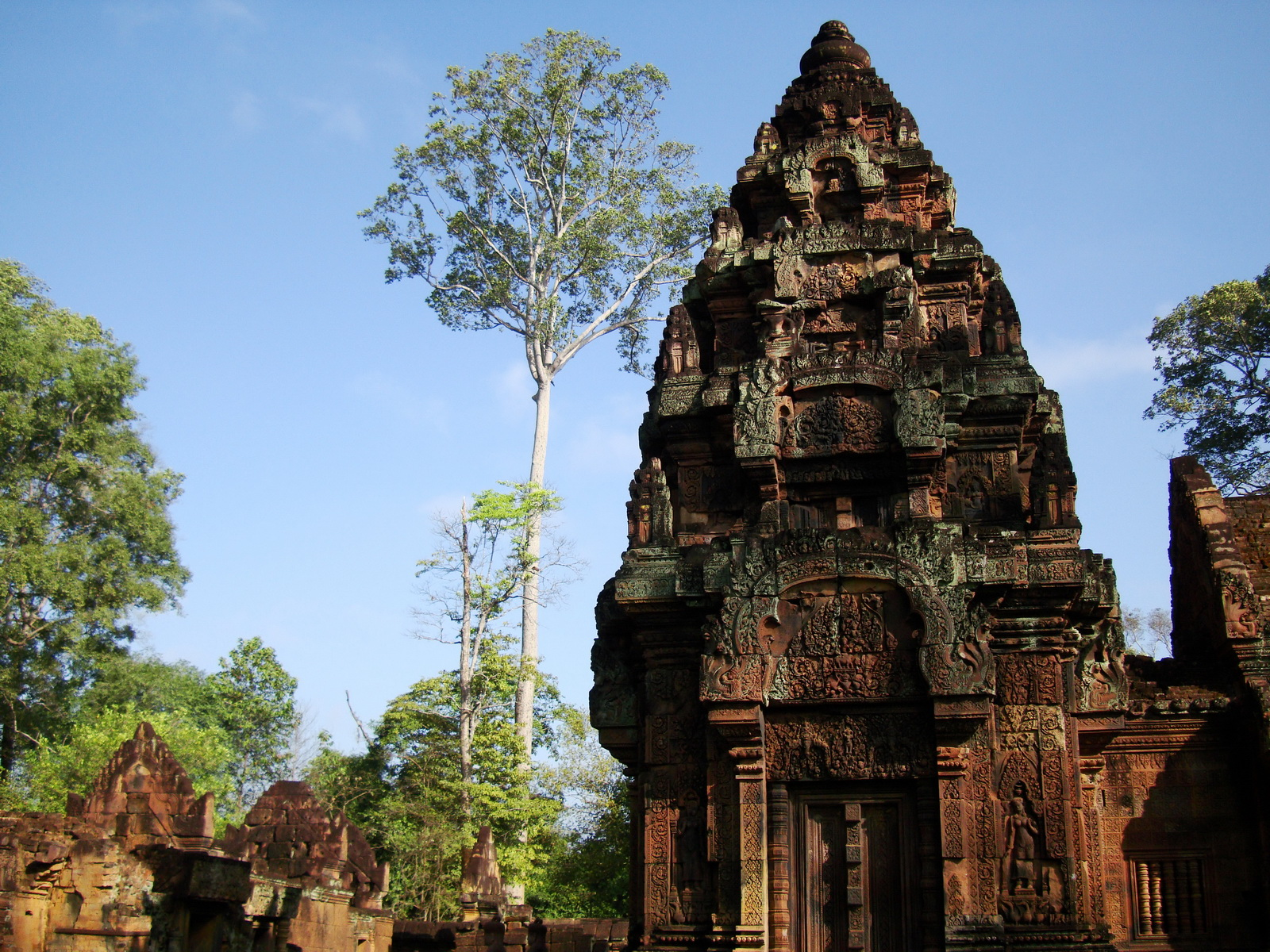 Banteay Srei Temple innately carved sandstone Sanctuary tower 04