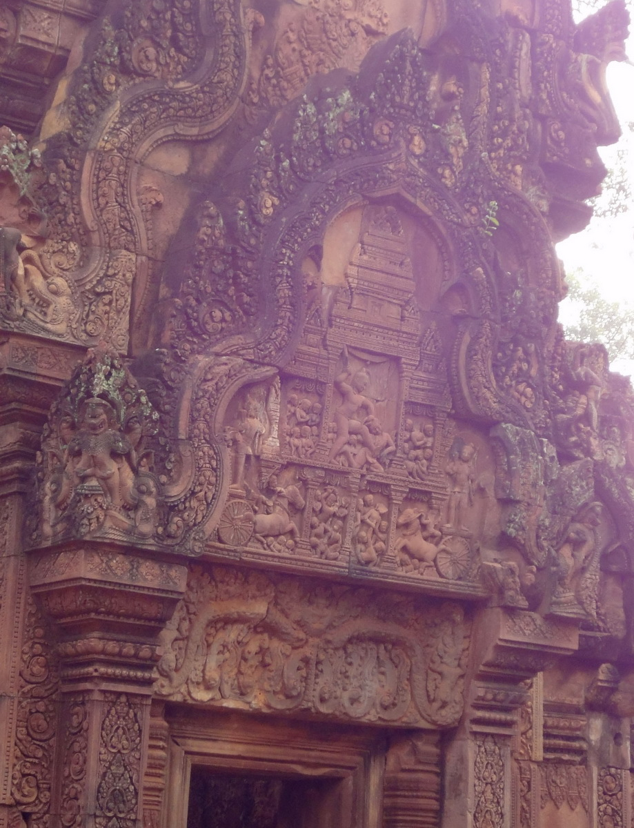 Banteay Srei carving of Krishna slaying his wicked uncle Kamsa 01
