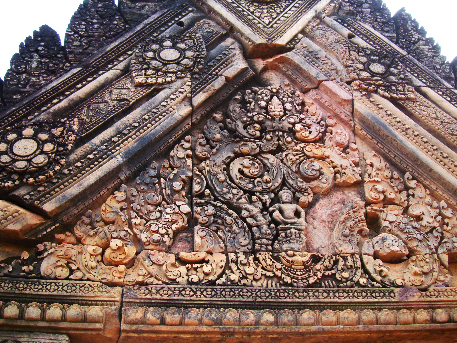 Gate arch carving of Kala a mythical creature of the god Siva 16