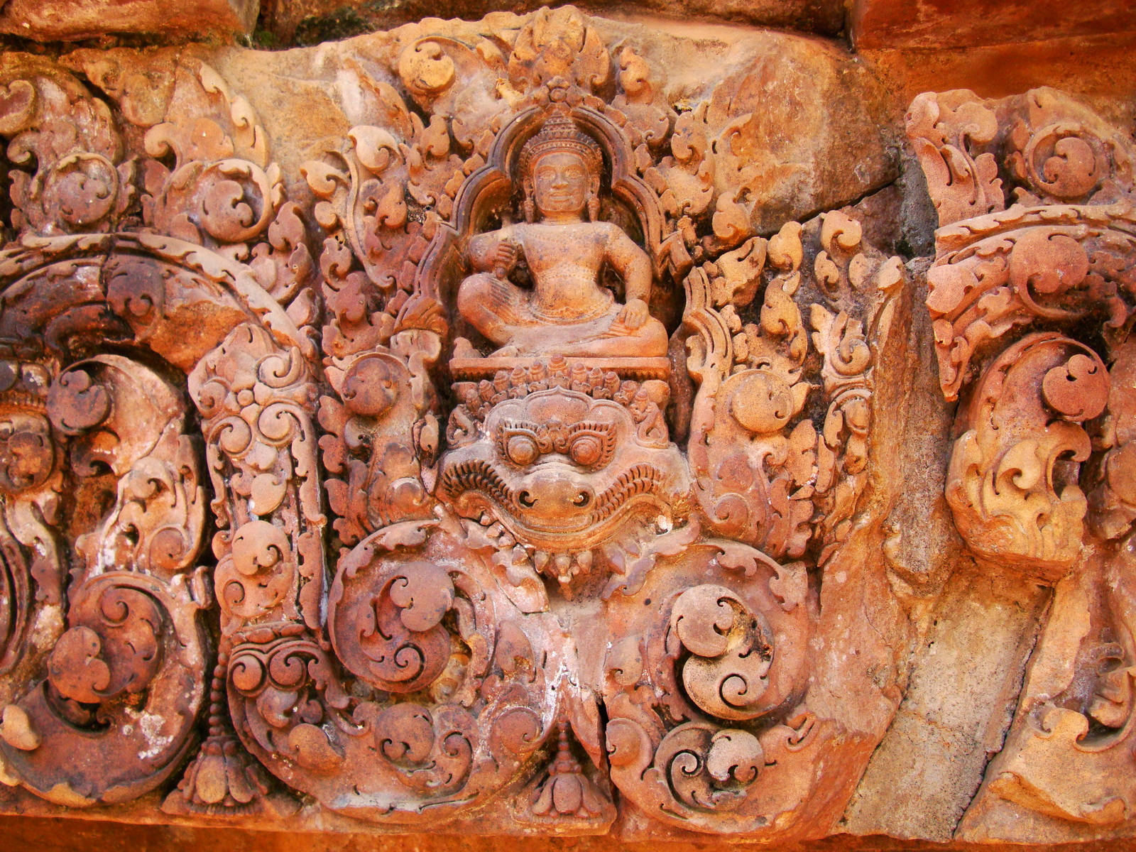 Gate arch carving of Kala a mythical creature of the god Siva 21