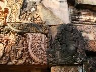Asisbiz Banteay Srei Temple closeups of the innately carved sandstone arches 11