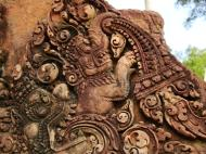 Asisbiz Banteay Srei Temple closeups of the innately carved sandstone arches 17