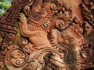 Asisbiz Banteay Srei Temple closeups of the innately carved sandstone arches 18