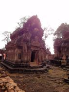 Asisbiz Banteay Srei Temple innately carved sandstone libraries 02