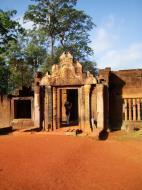 Asisbiz Banteay Srei Temple main entrance sandstone arch 05