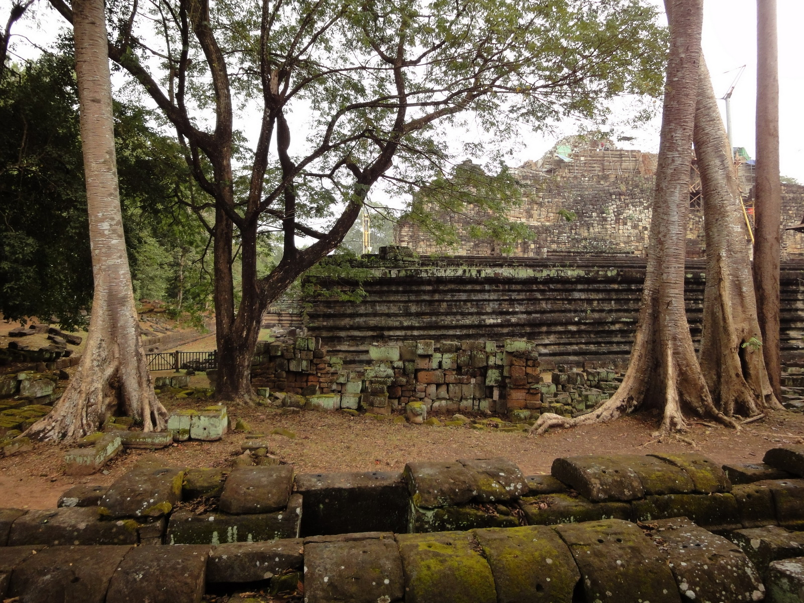 Baphuon temple Khmer style mid 11th century Angkor 01
