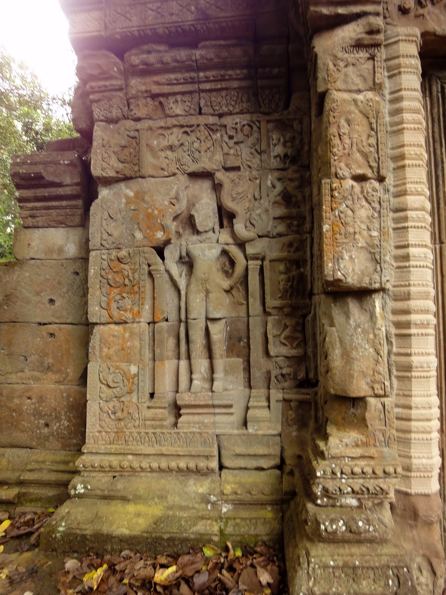 Baphuon temple gate Khmer style mid 11th century Angkor 02