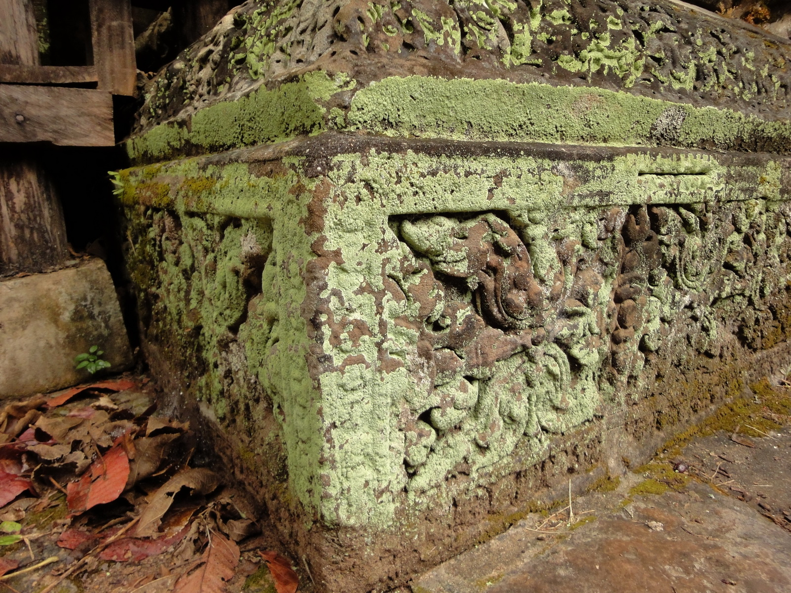 Baphuon temple gate Khmer style mid 11th century Angkor 03