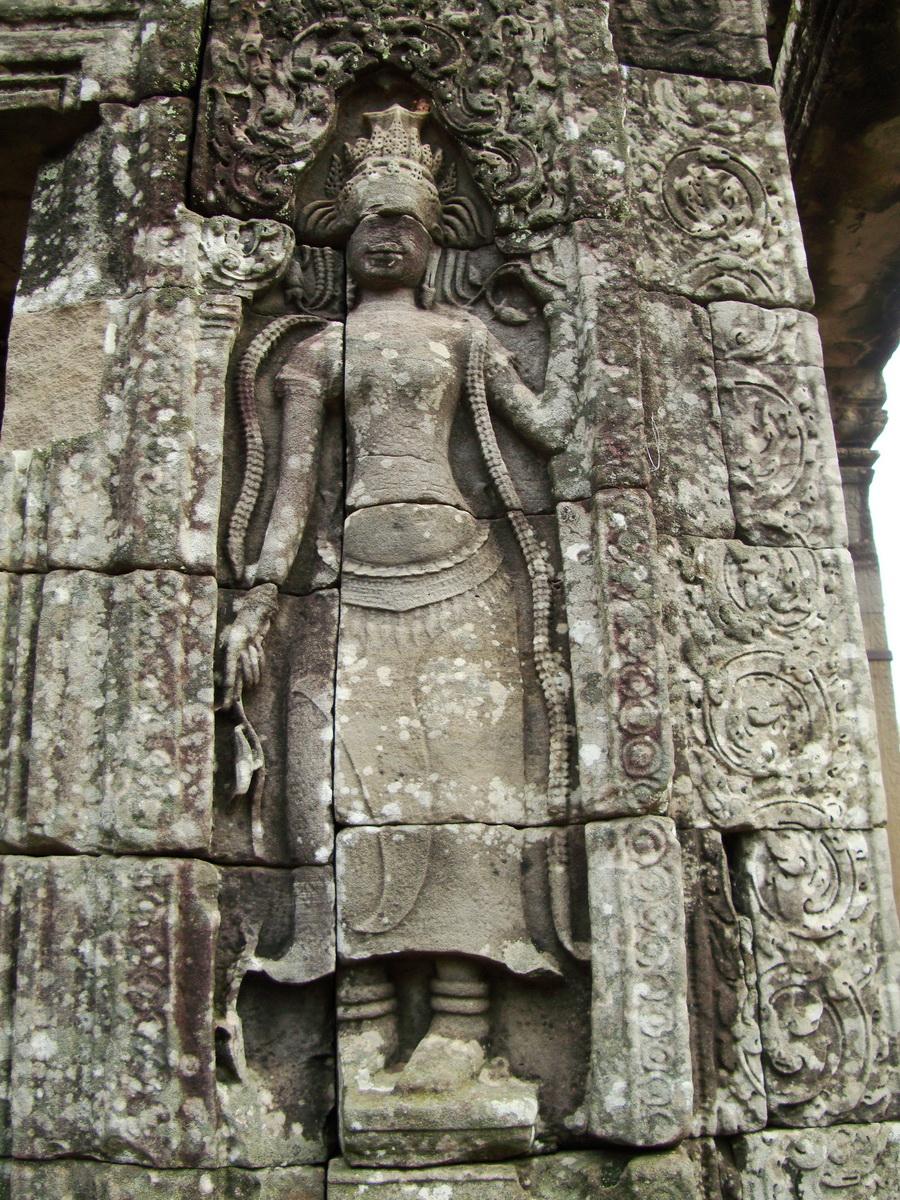 Bayon Temple Bas relief devatas Angkor 03