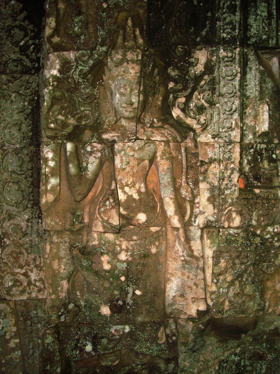 Bayon Temple Bas relief devatas Angkor 08