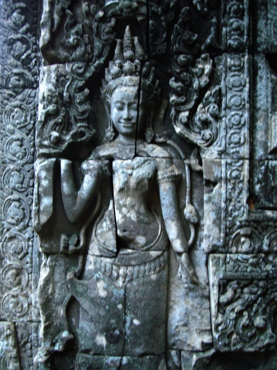 Bayon Temple Bas relief devatas Angkor 09