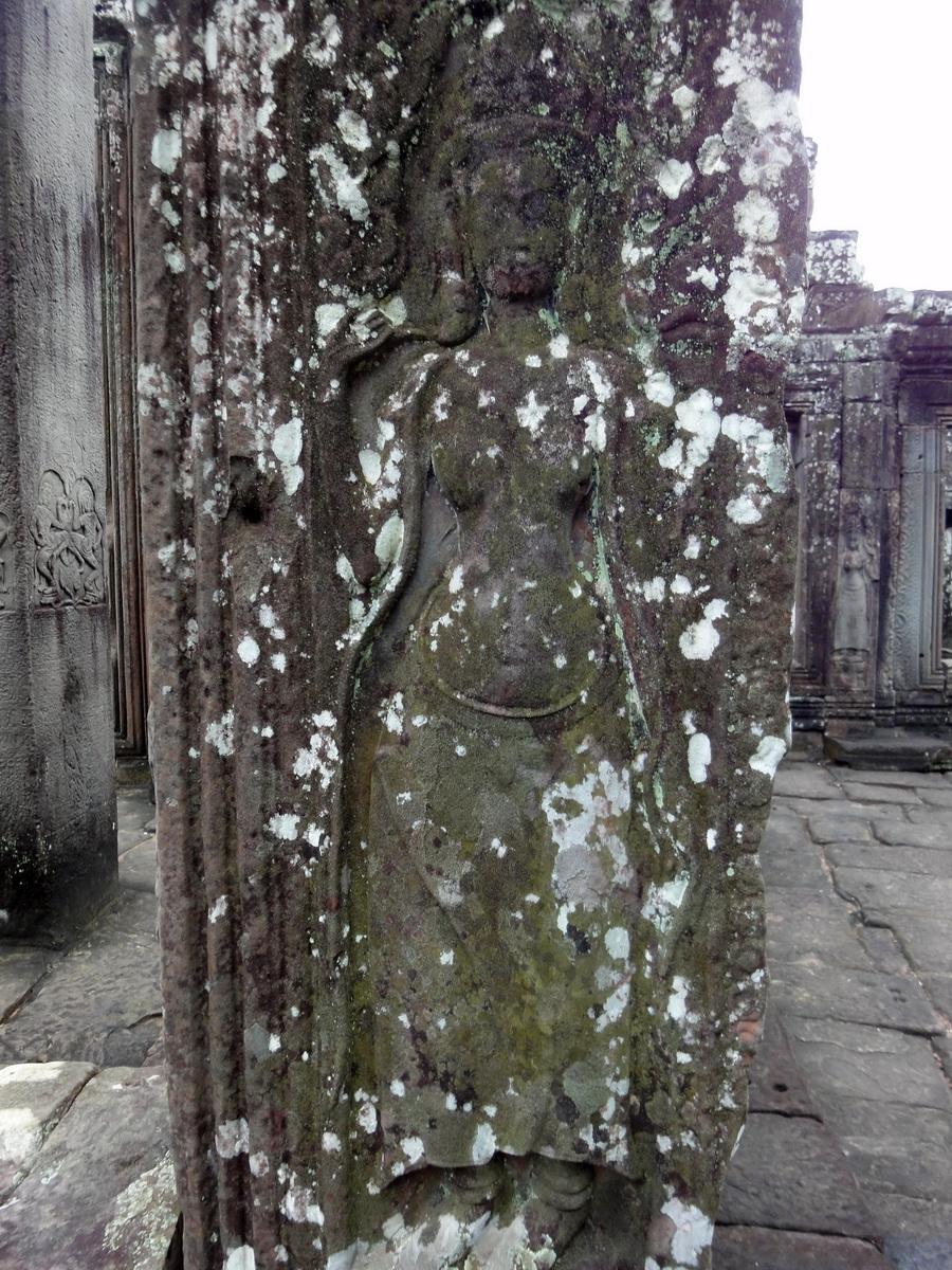 Bayon Temple Bas relief devatas Angkor 13