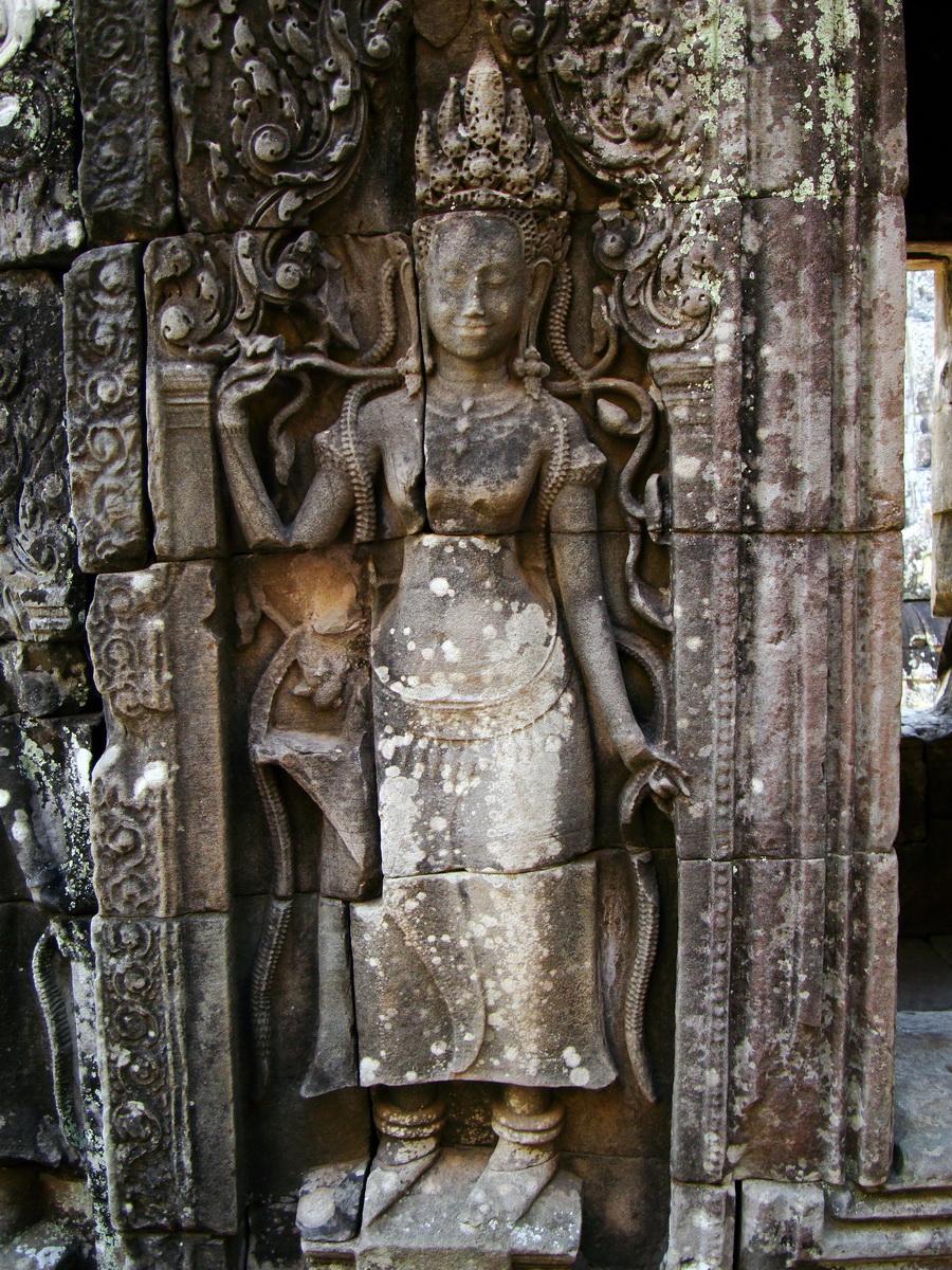 Bayon Temple Bas relief devatas Angkor 15