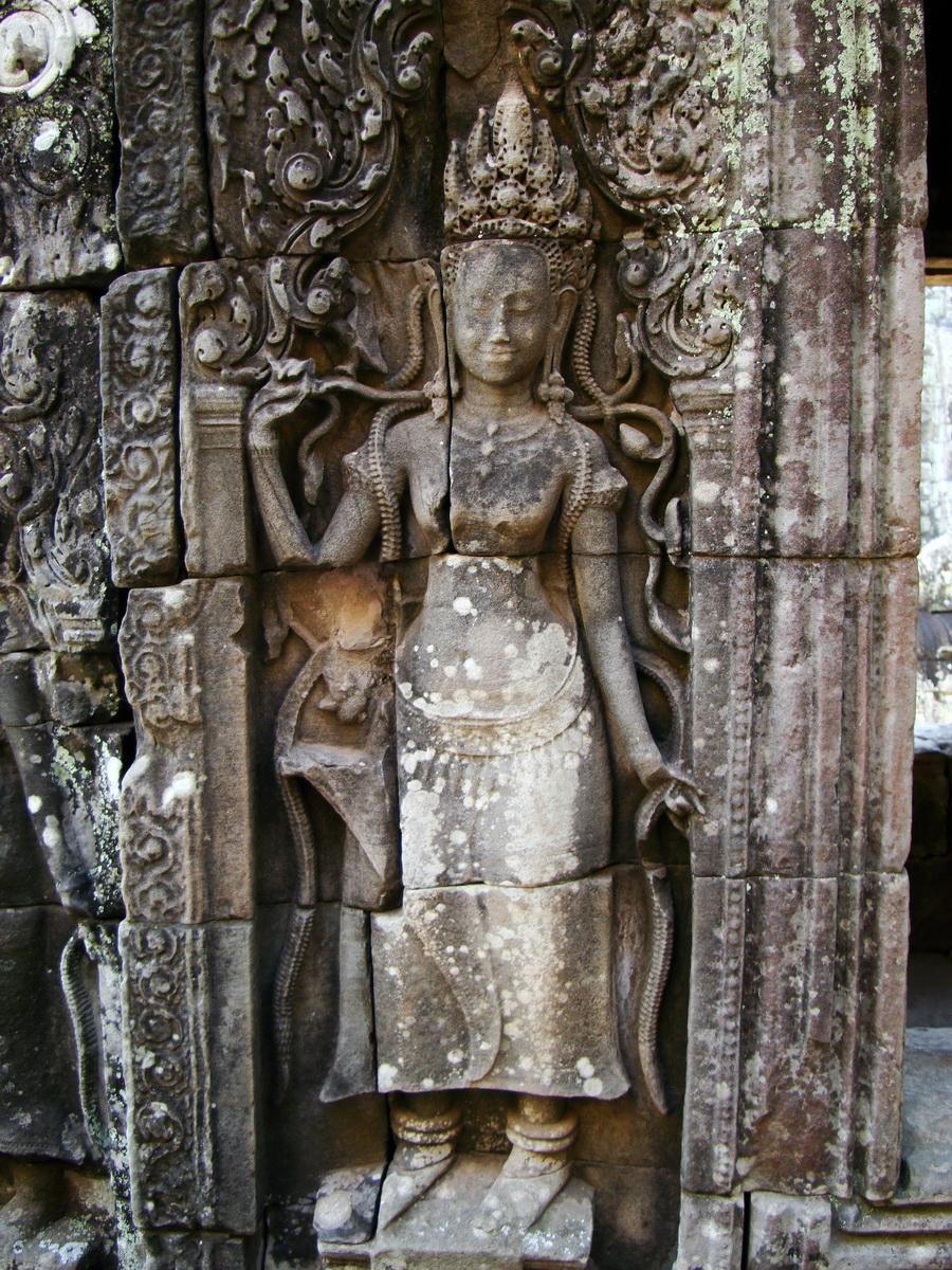 Bayon Temple Bas relief devatas Angkor 16