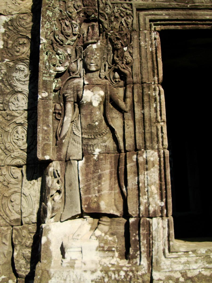 Bayon Temple Bas relief devatas Angkor 17