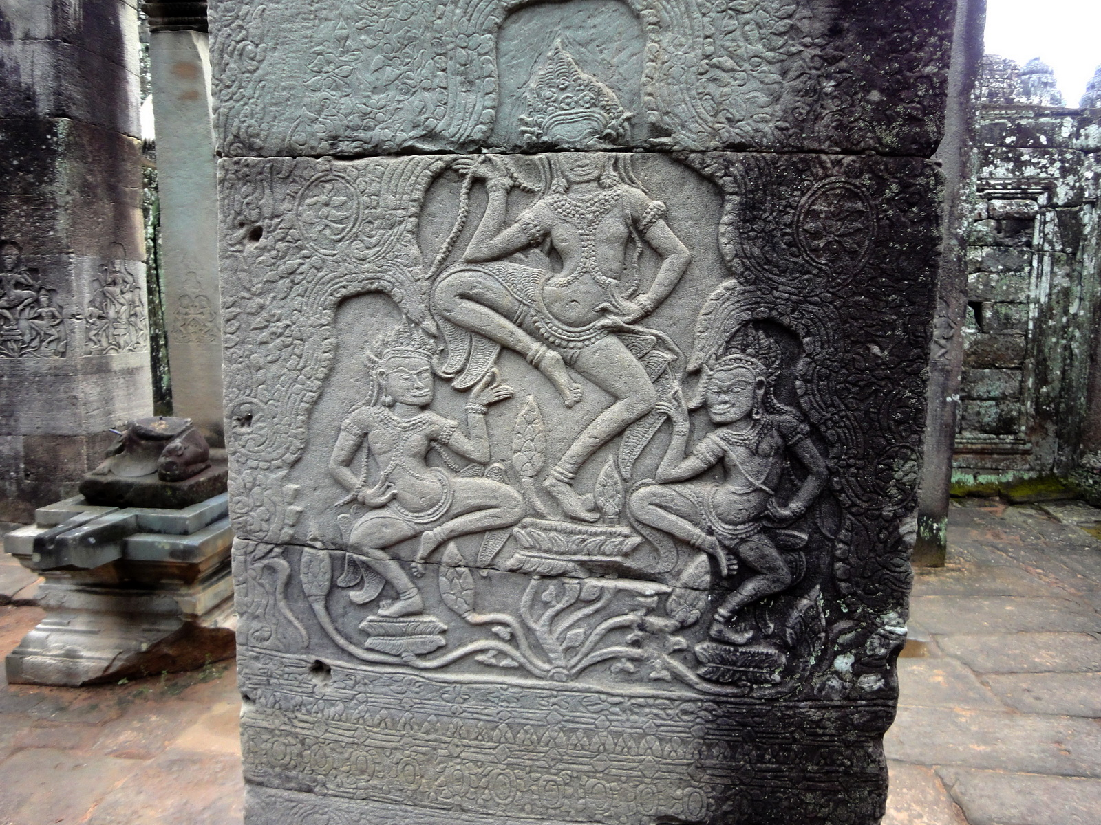 Bayon Temple Bas relief pillars three dancing apsaras Angkor 02