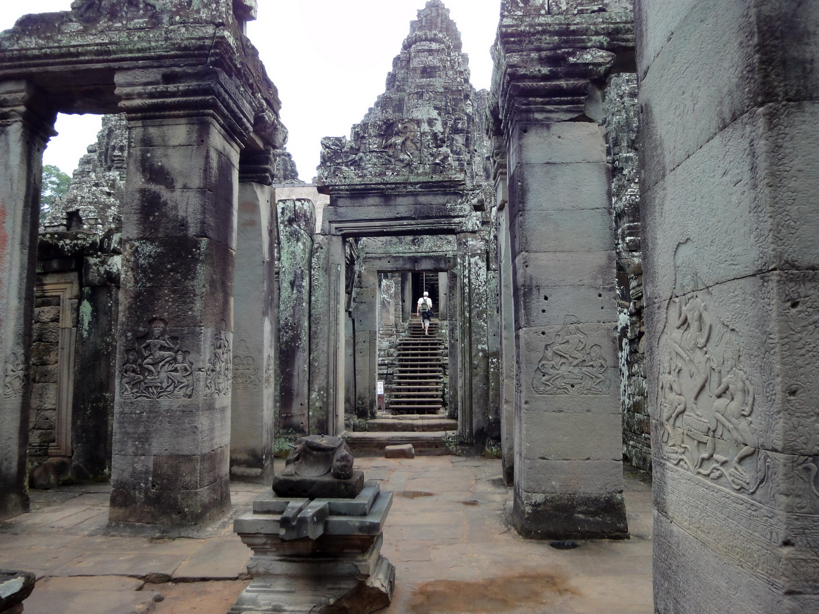 Bayon Temple Bas relief pillars three dancing apsaras Angkor 15