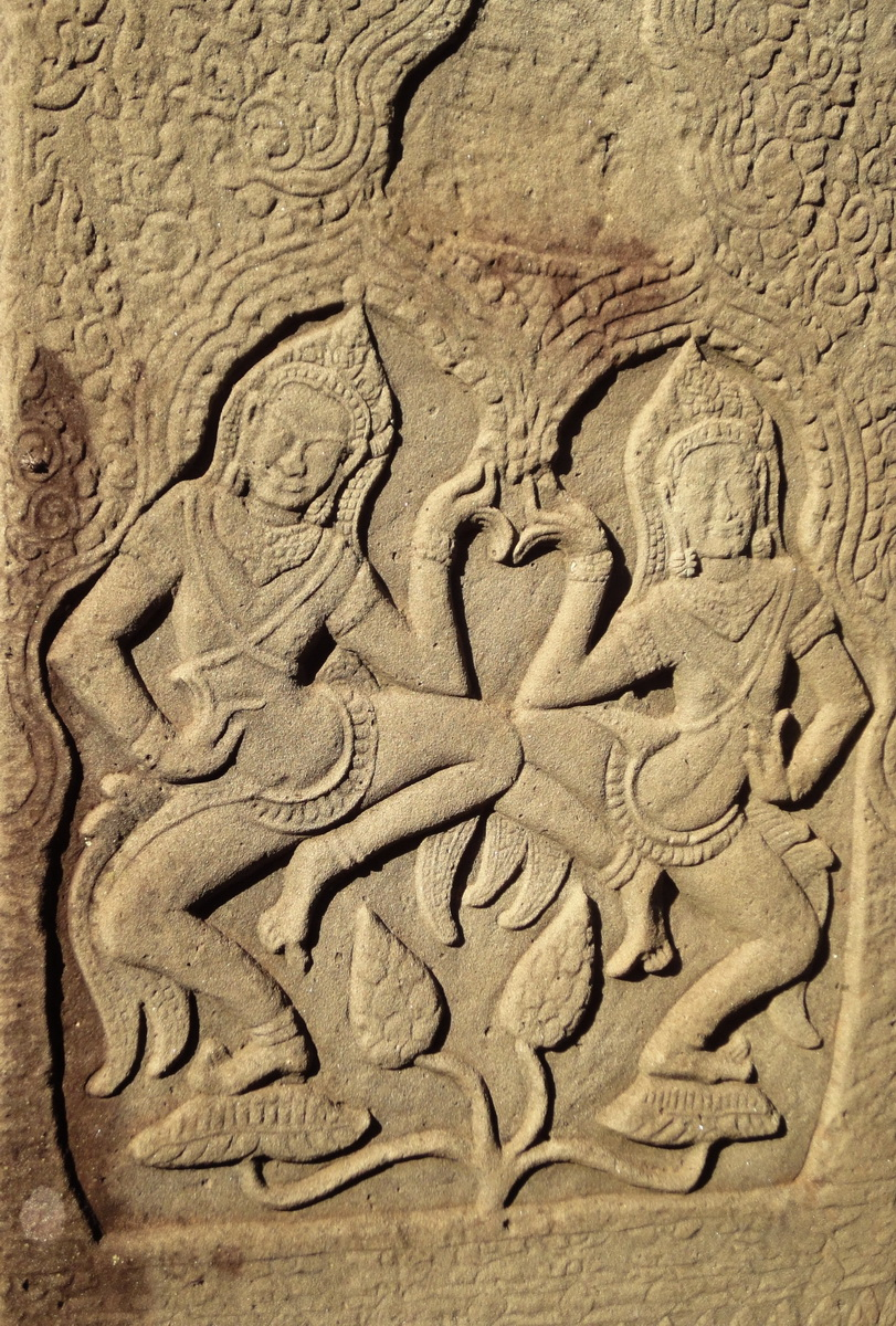 Bayon Temple Bas relief pillars two dancing apsaras Angkor 09