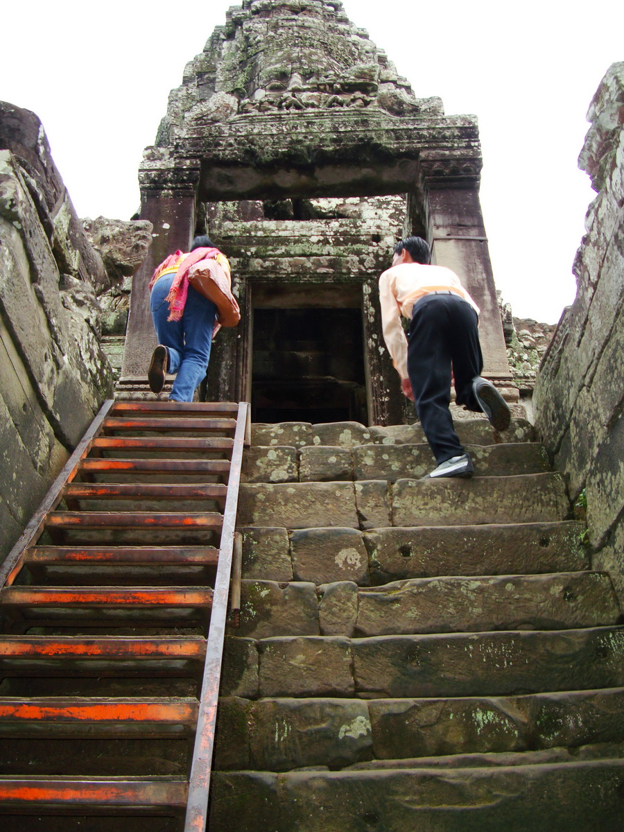 Bayon Temple architecture passageways Angkor Jan 2010 04