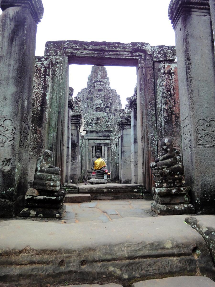 Bayon Temple eastern gopura Buddha statue Angkor Jan 2010 02