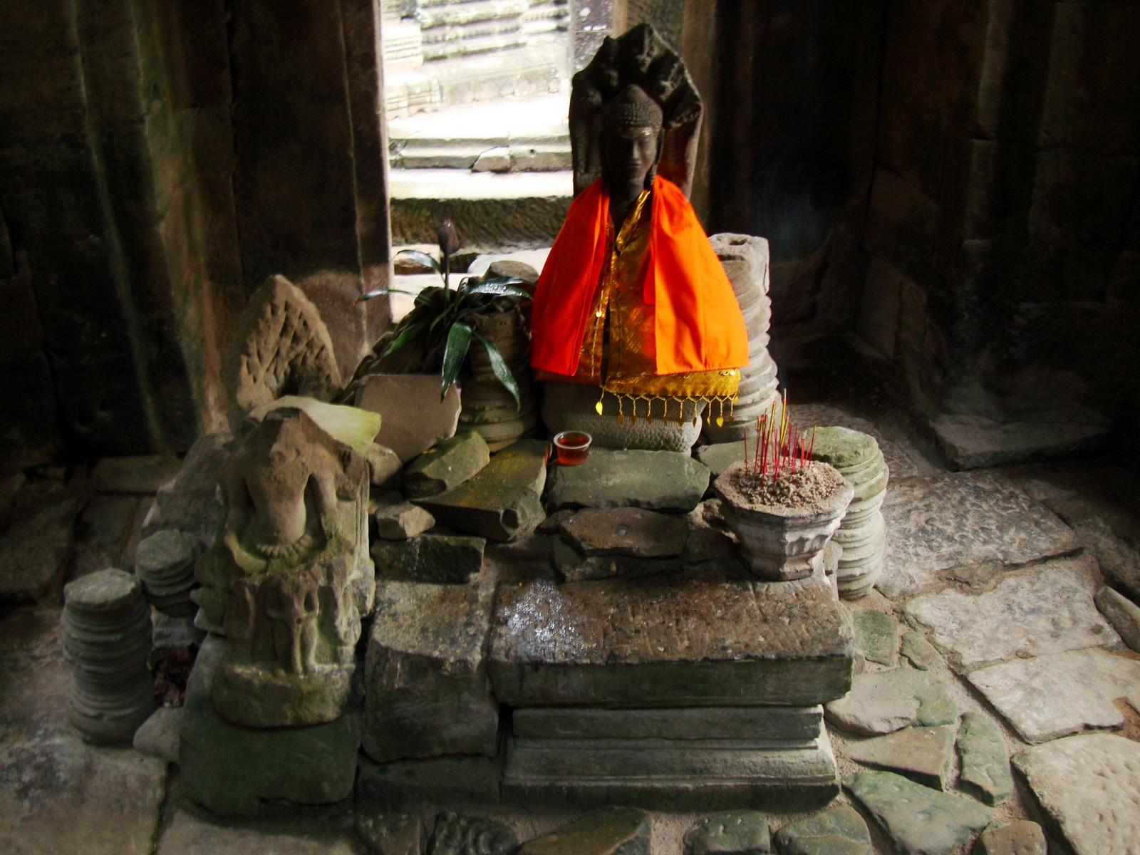 Bayon Temple main sanctuary Buddha Angkor Siem Reap 01