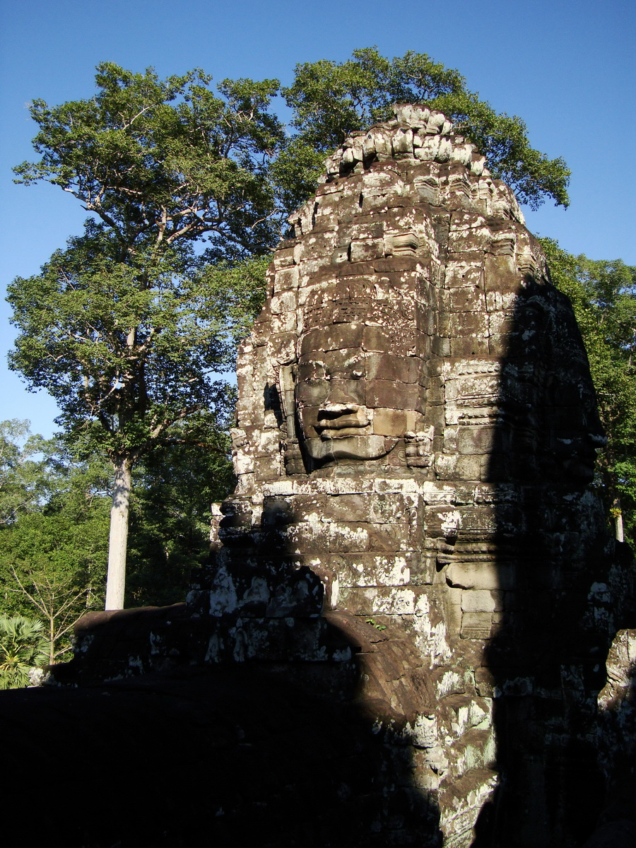 Bayon Temple SW inner gallery corner face towers Angkor Siem Reap 02