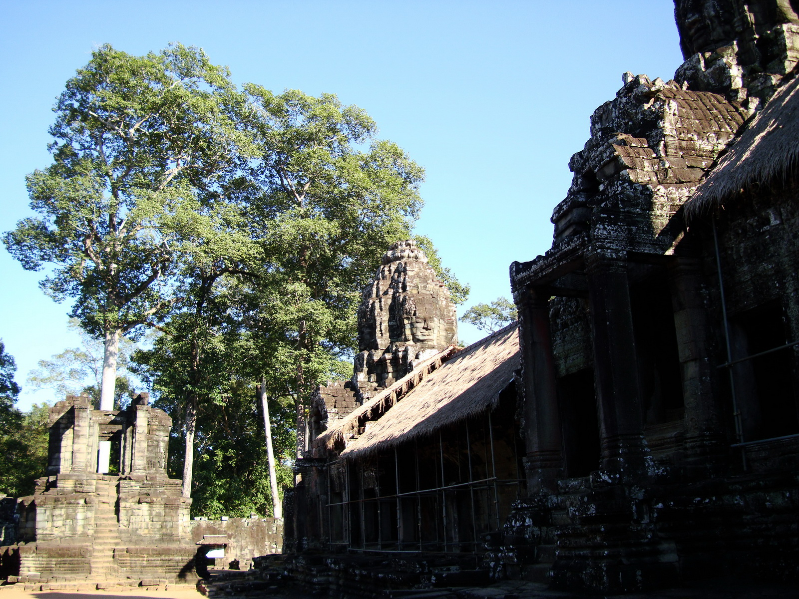 Bayon Temple eastern library gallery Angkor Siem Reap 01