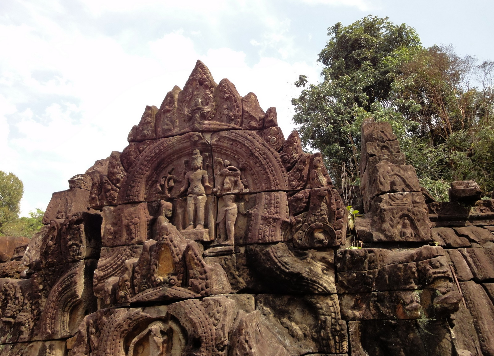 Neak Pean Temple Bas reliefs Jan 2010 01