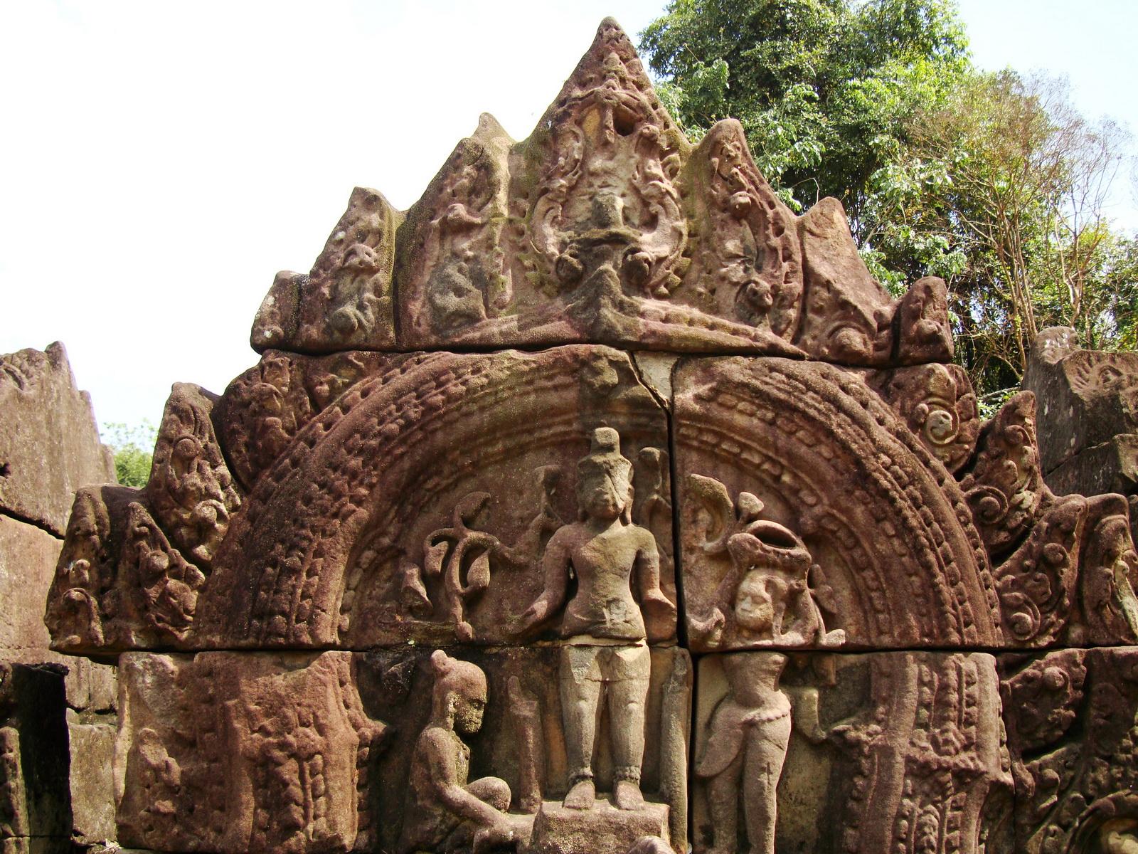 Neak Pean Temple Bas reliefs Jan 2010 02