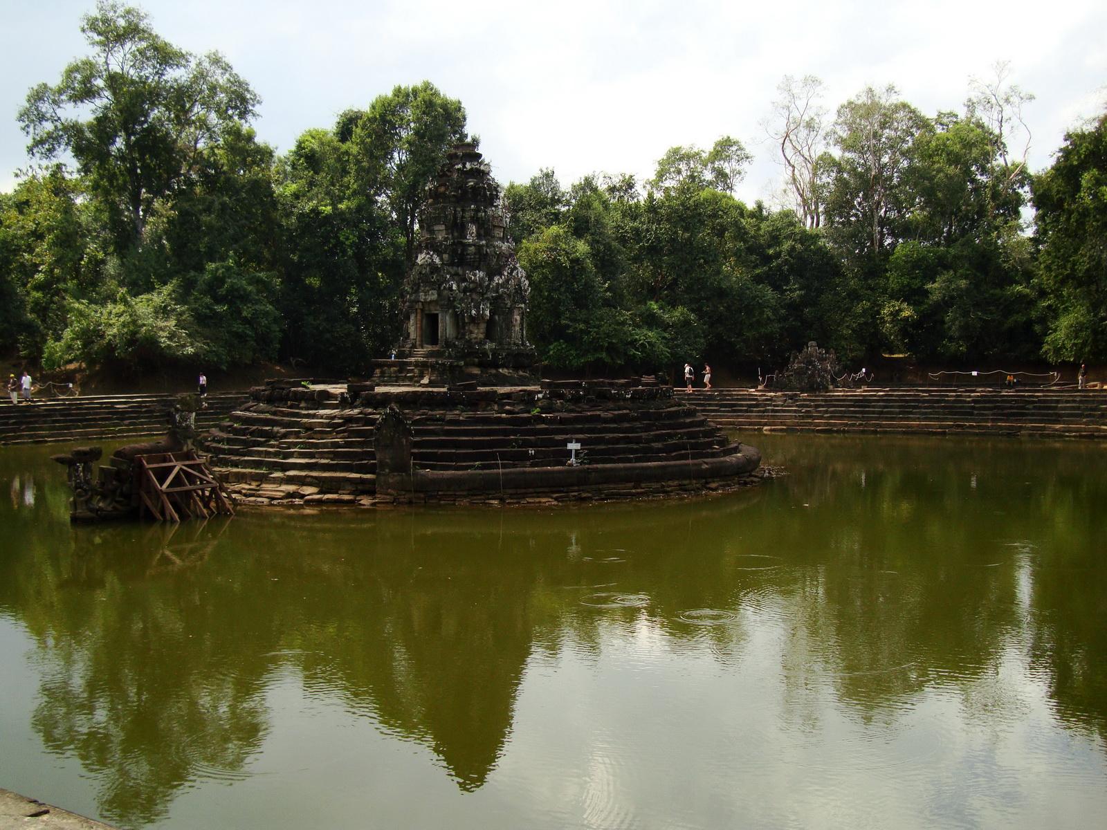 Neak Pean Temple Jaya Tadaka artificial lake Jan 2010 03