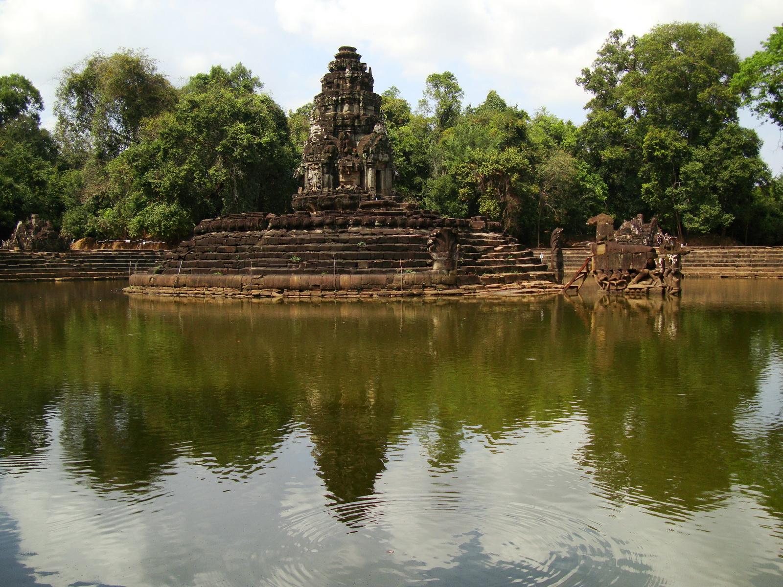 Neak Pean Temple Jaya Tadaka artificial lake Jan 2010 06