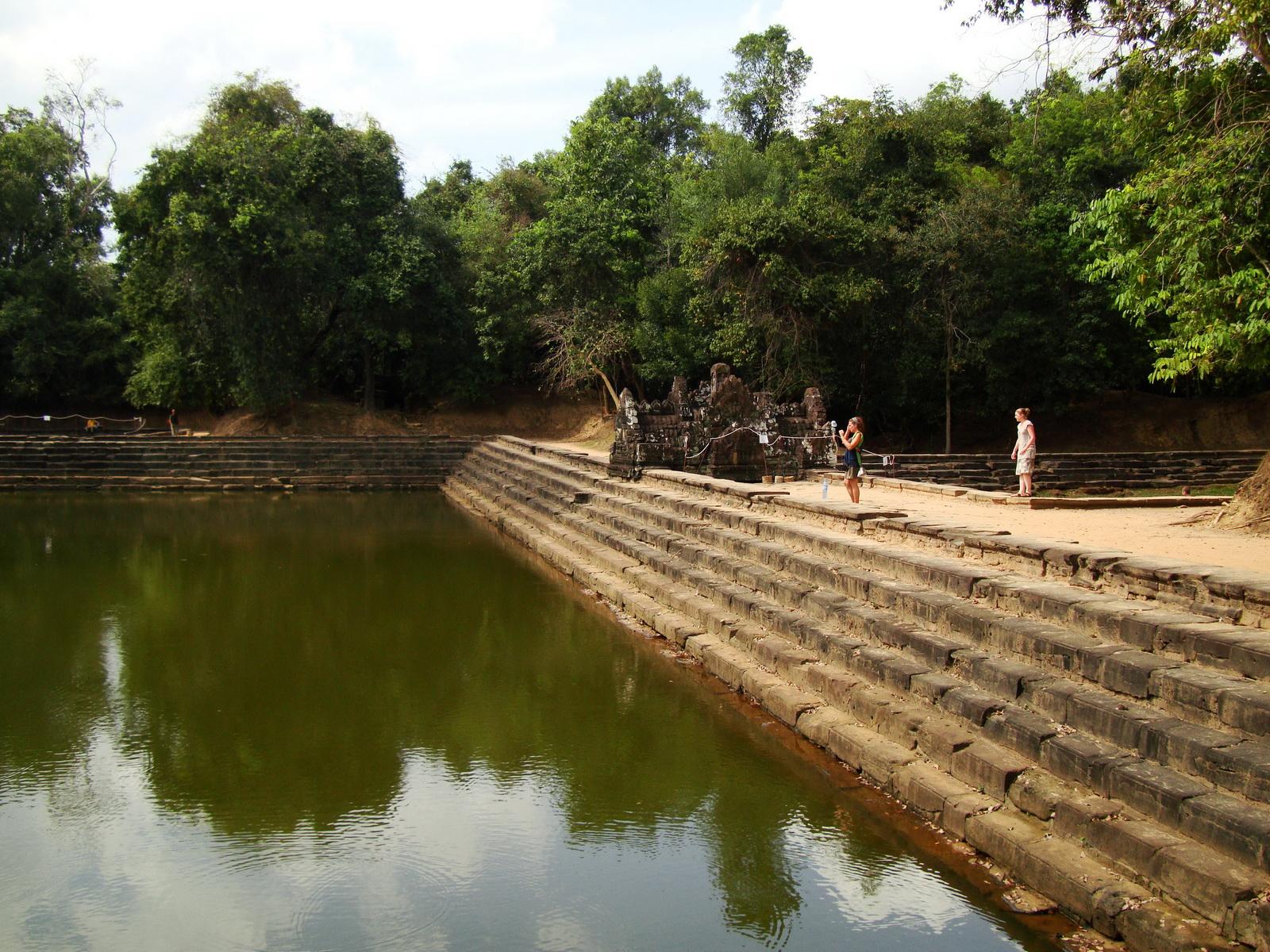 Neak Pean Temple artificial pond pathways Jan 2010 02