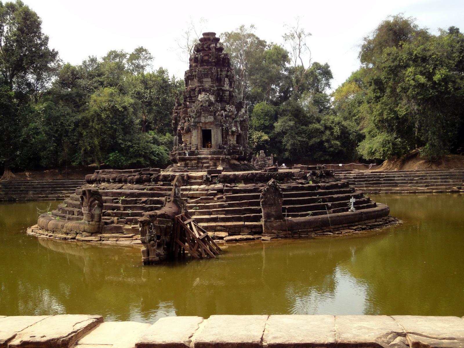 Neak Pean Temple sanctuary and artificial pond 03