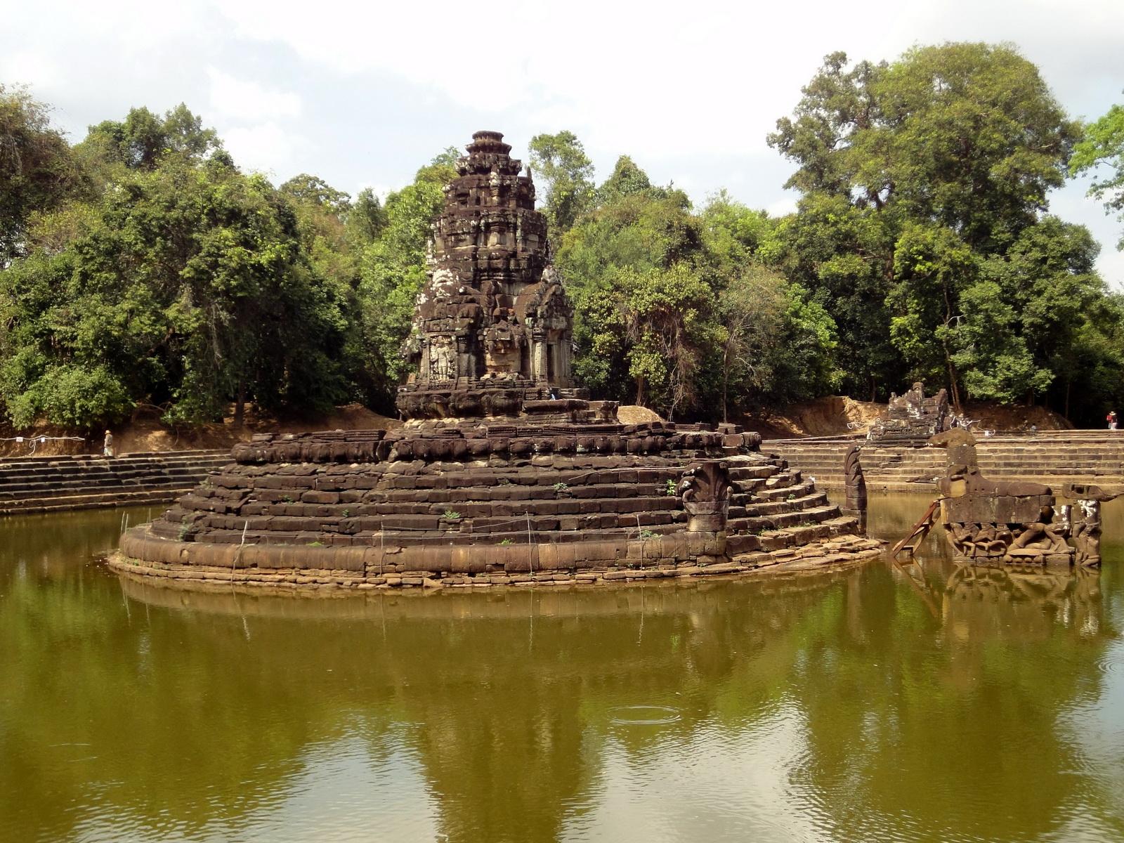 Neak Pean Temple sanctuary and artificial pond 06