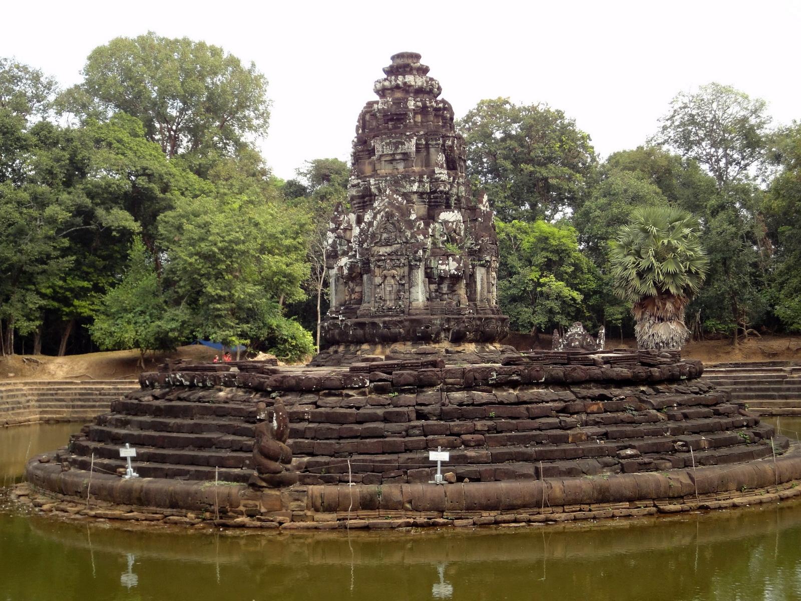Neak Pean Temple sanctuary and artificial pond 07
