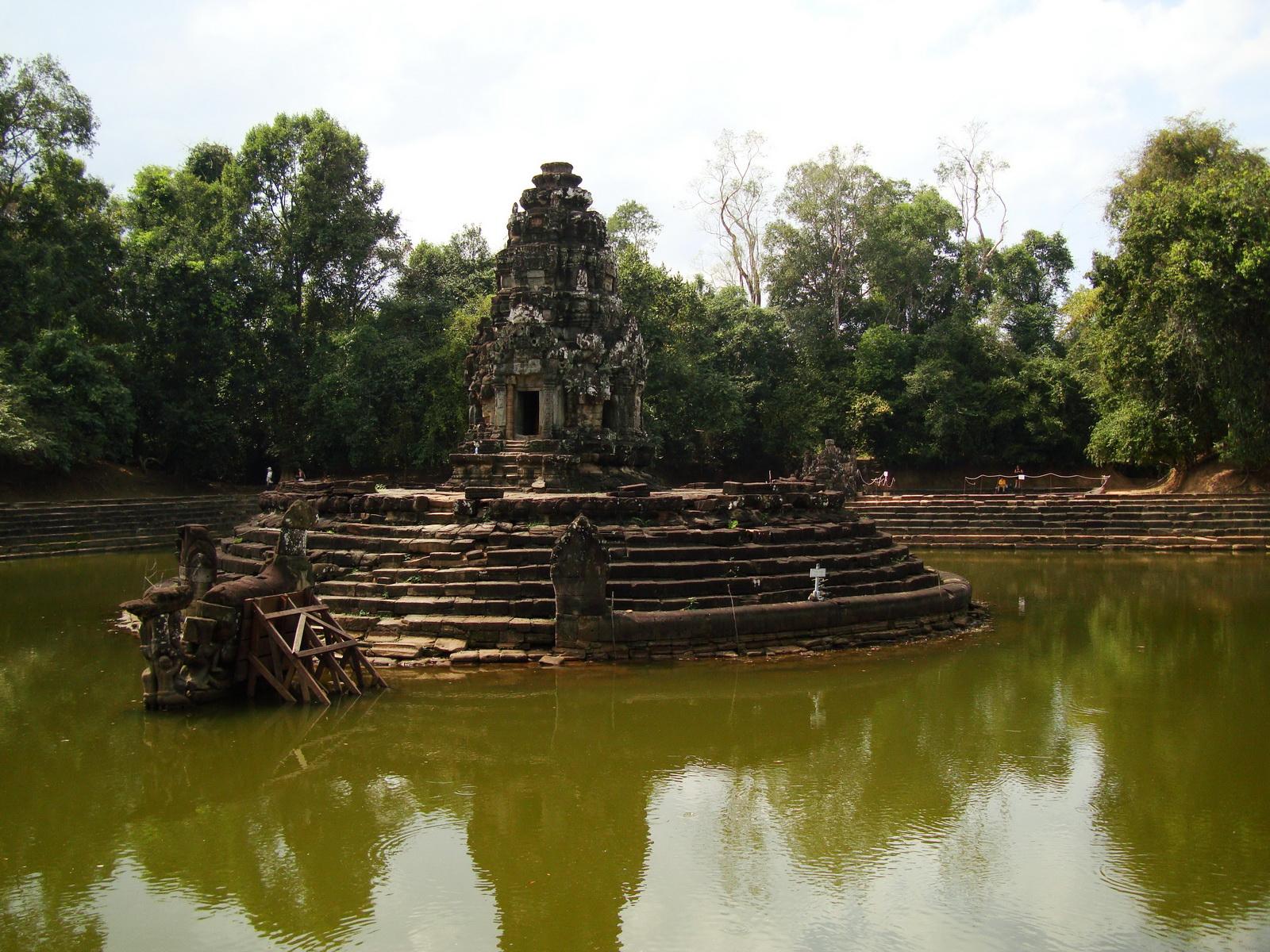 Neak Pean Temple sanctuary and artificial pond 09