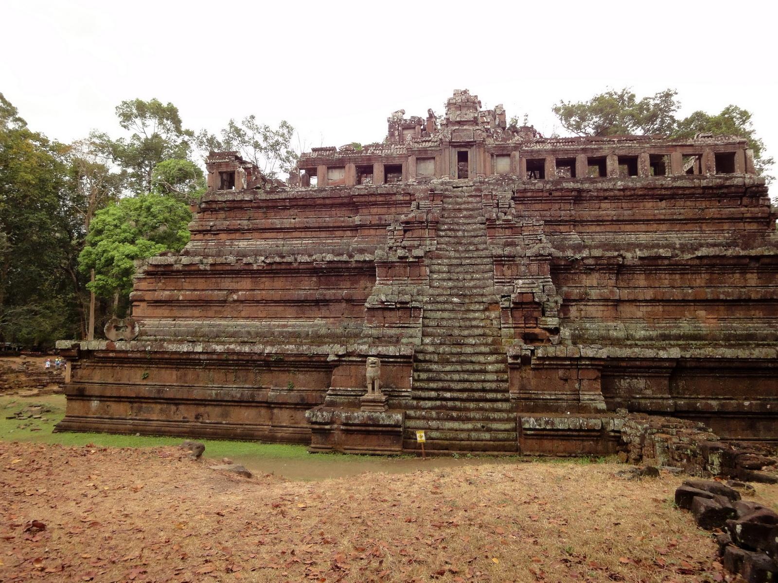 Celestial temple eastern side guardian lion Hindu Khleang style Angkor 03