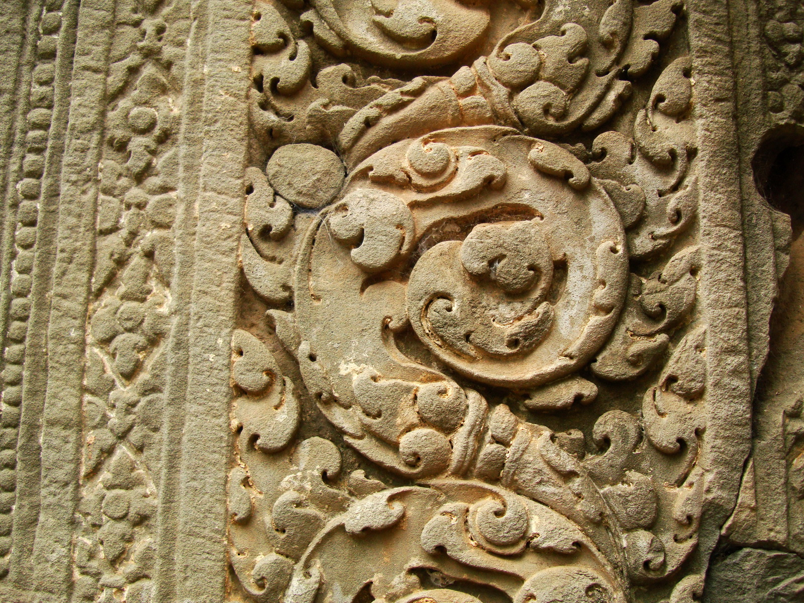 Phimeanakas Royal Palace inner eastern gate Bas reliefs 02