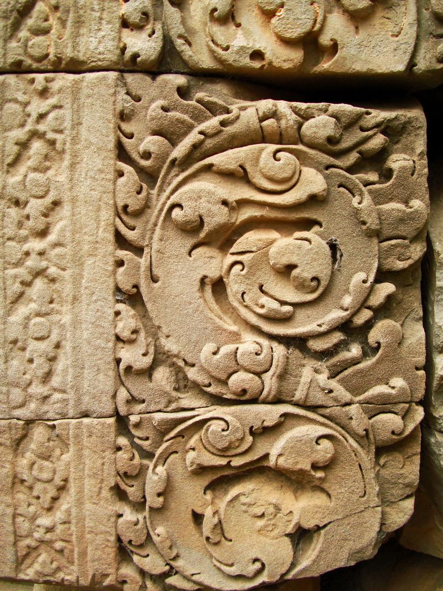 Phimeanakas Royal Palace inner eastern gate Bas reliefs 03