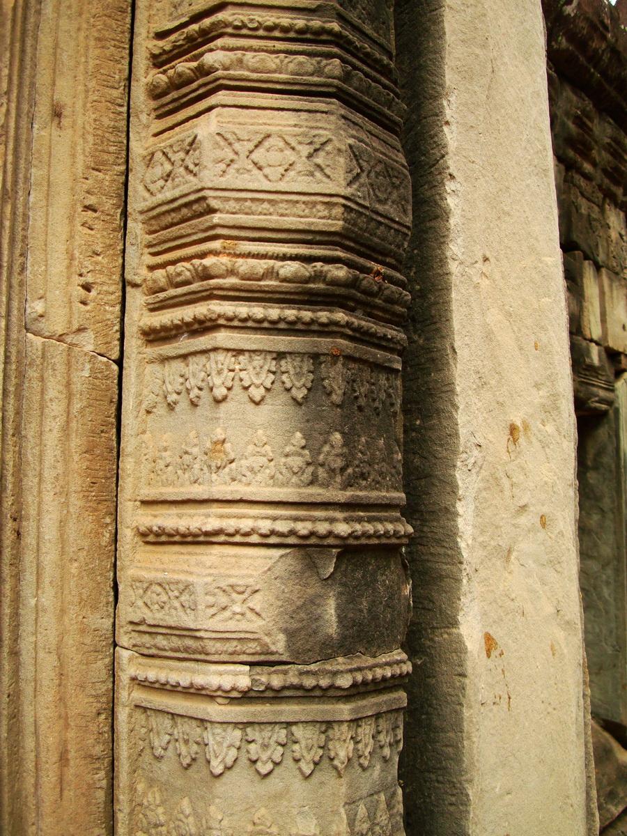 Phimeanakas Royal Palace inner eastern gate Bas reliefs 04