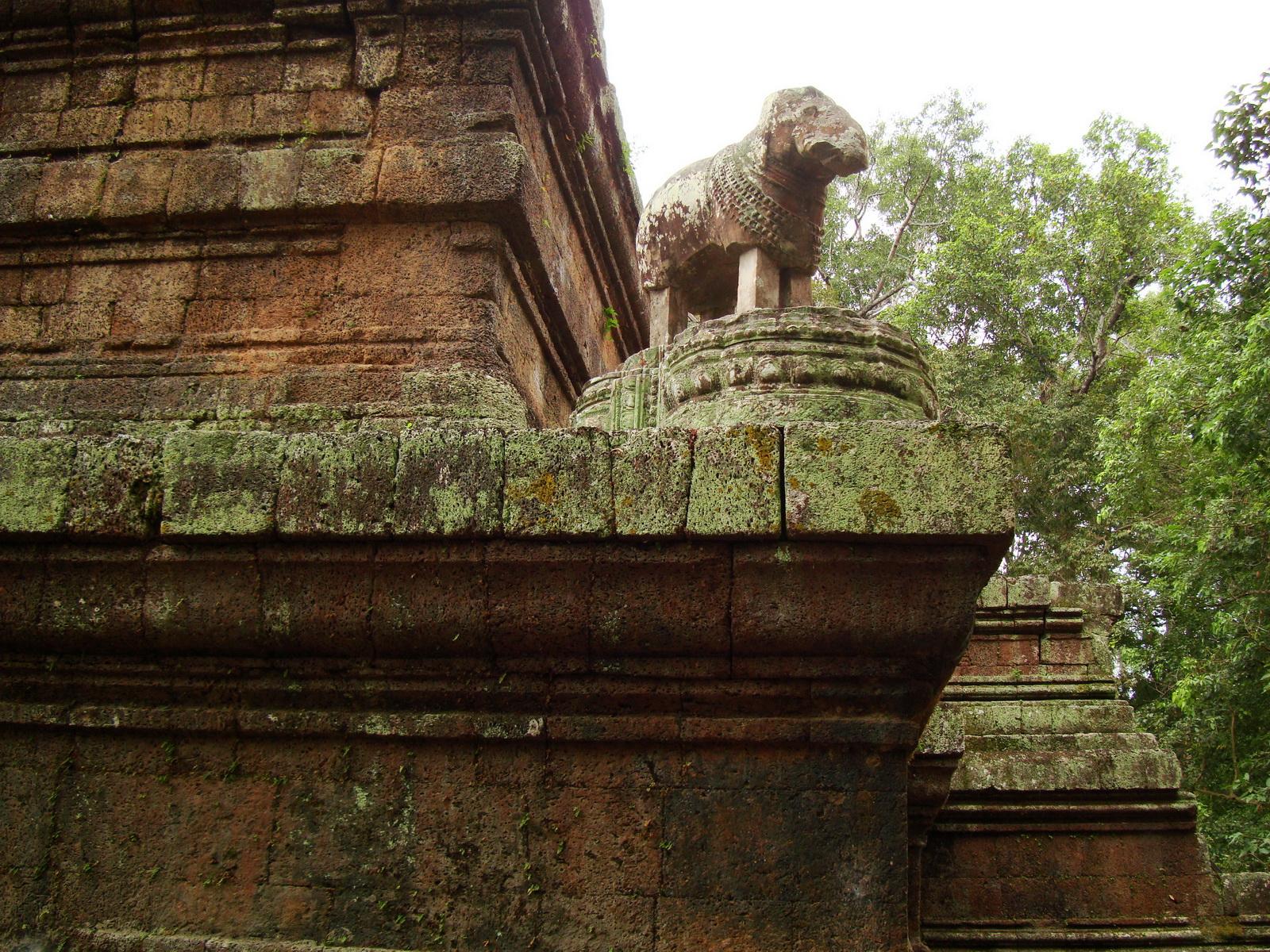 Phimeanakas celestial temple Terraces Hindu Khleang style Angkor 01